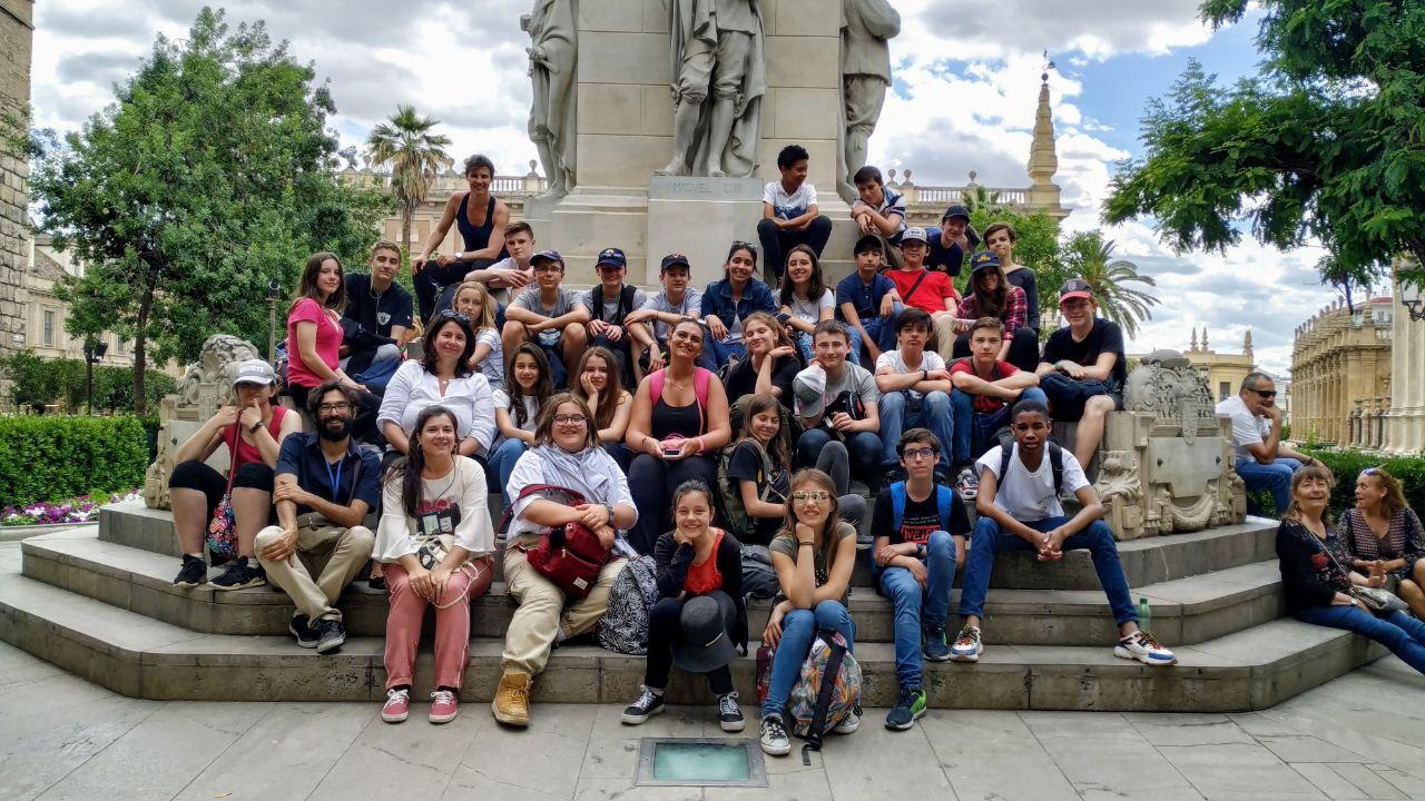 vvisita con estudiantes en Plaza del Triunfo (1)